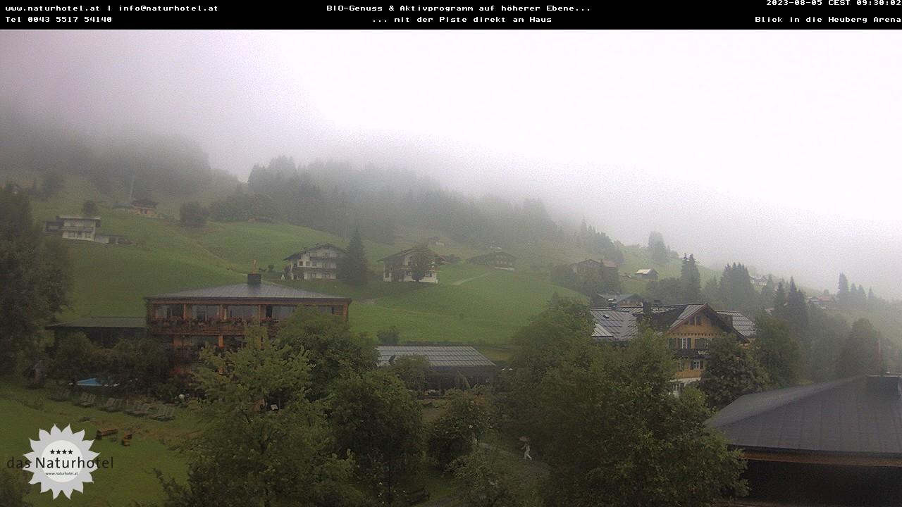 Die Webcam des Naturhoteld in Hirschegg zeigt Ihnen die Sesselbahn zum Familienskigebiet Heuberg-Arena.
